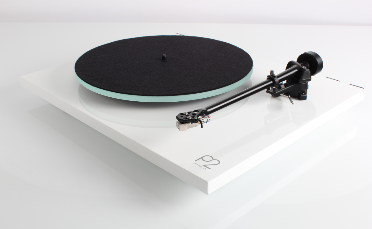 Rega Planar 2 turntable with RB 220 Tonearm + Carbon MM-System Highgloss White