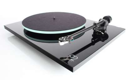 Rega Planar 2 turntable with RB 220 Tonearm + Carbon MM-System
